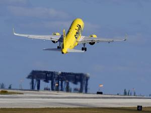 US Will Give Runway Rights to a Budget Airline at Newark Airport